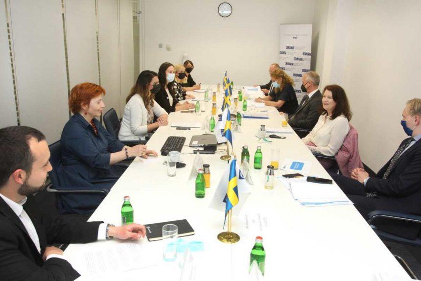 KOMS i druge OCD na okruglom stolu sa An Linde